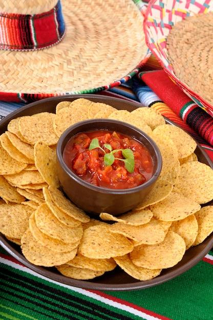 a1edbf604441a Comida mexicana con sombreros