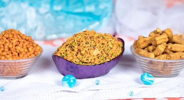 Comida de namkeen Foto Premium