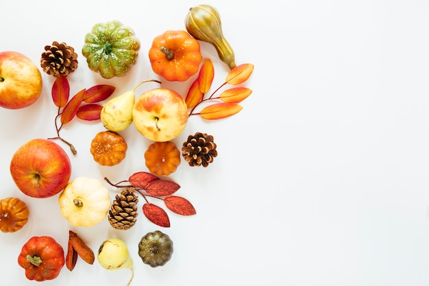 Comida plana de otoño con espacio de copia Foto gratis
