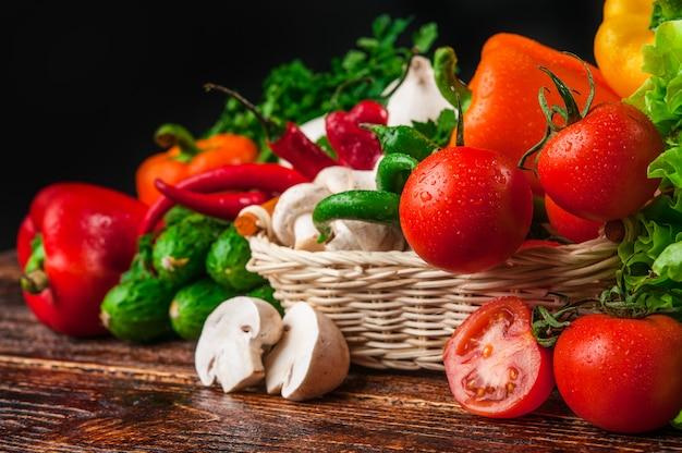 Comida sabrosa y saludable verduras y frutas Foto Premium