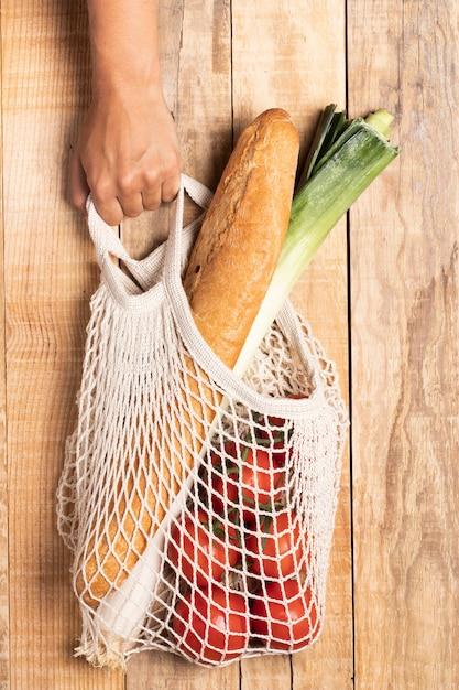Comida sana en bolsa ecológica Foto gratis