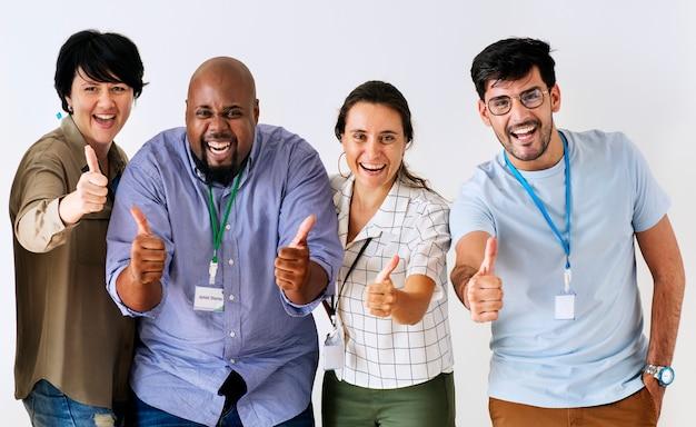 Compañeros de trabajo dando excelentes comentarios Foto gratis
