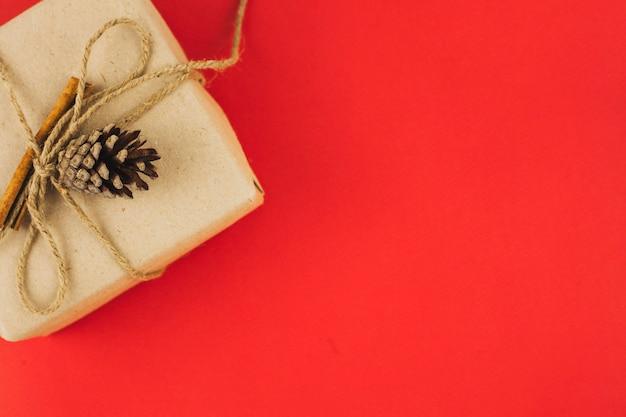 Composición adorable de regalos de navidad Foto gratis