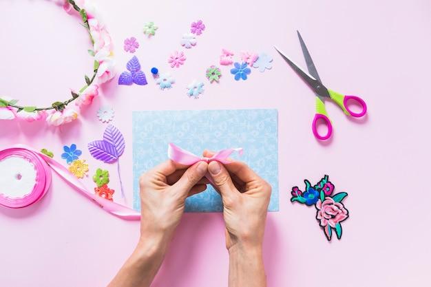 Composición adorable de trabajos manuales Foto gratis