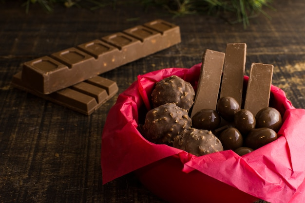 Composición de chocolate deliciosa Foto gratis