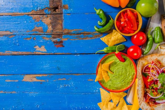 Fondo De Comida Mexicana: Composición De Comida Mexicana Con Espacio Para Copiar A