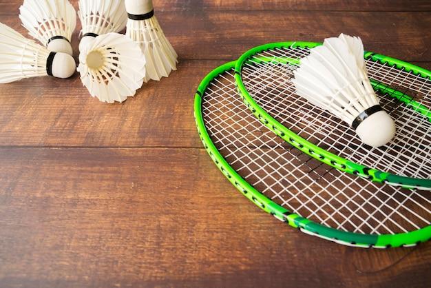 Composición de deporte con elementos de badminton Foto gratis