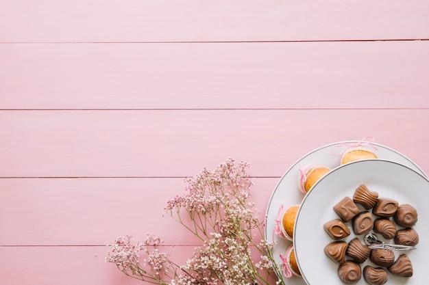 Composición para el día de la madre con chocolate Foto gratis