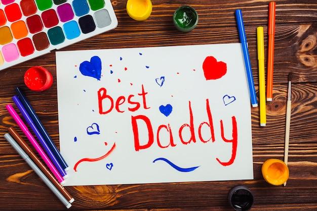 Composición para el día del padre con dibujo de niño Foto gratis