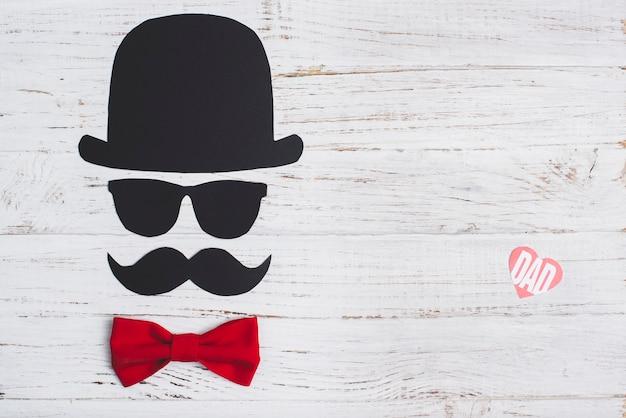Composición del día de padre con pajarita roja Foto gratis