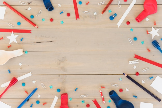 Composición festiva sobre superficie de madera. Foto gratis