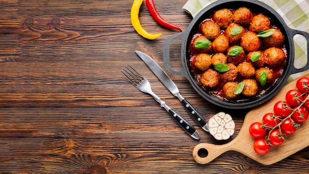 Composición flat lay de comida italiana con copyspace Foto gratis
