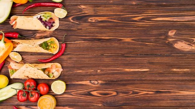 Composición flat lay de comida mejicana con copyspace Foto gratis
