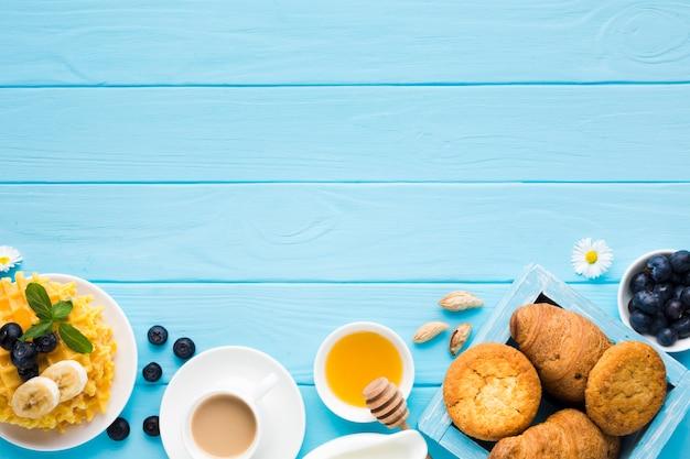 Composición flat lay de desayuno con copyspace Foto gratis
