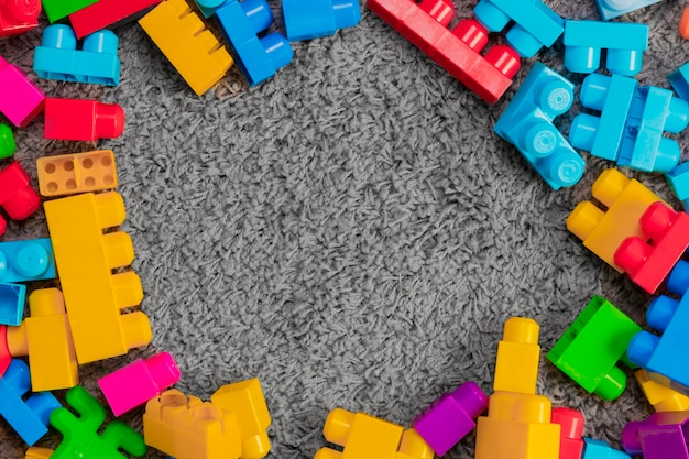 Composición flat lay de juguetes con copyspace Foto gratis