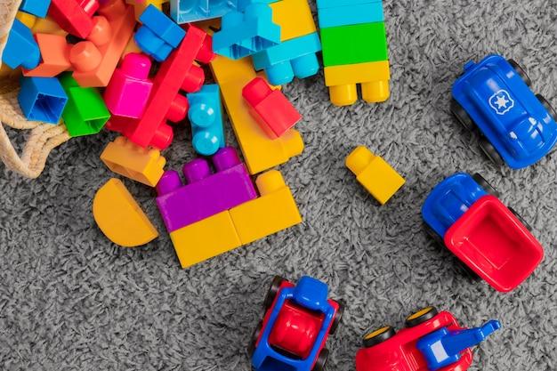Composición flat lay de juguetes Foto gratis