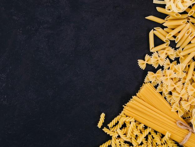 Composición flat lay de pasta con copyspace Foto gratis