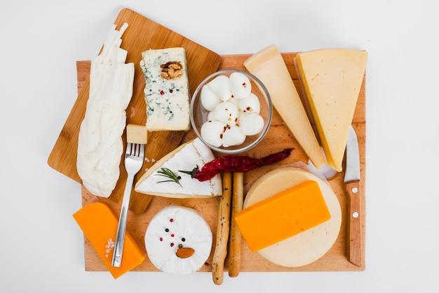 Composición flat lay de queso Foto gratis
