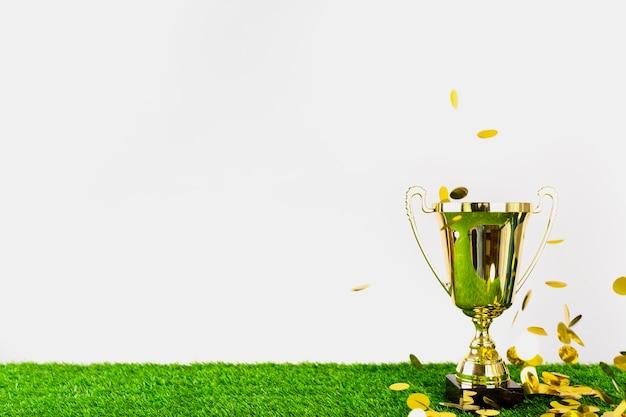Composición de fútbol con copyspace y trofeo Foto gratis