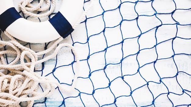 Composición marina con copyspace y red de pescar Foto gratis