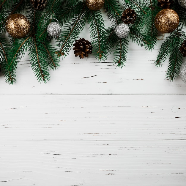 Composición de navidad de ramas de abeto verde Foto gratis