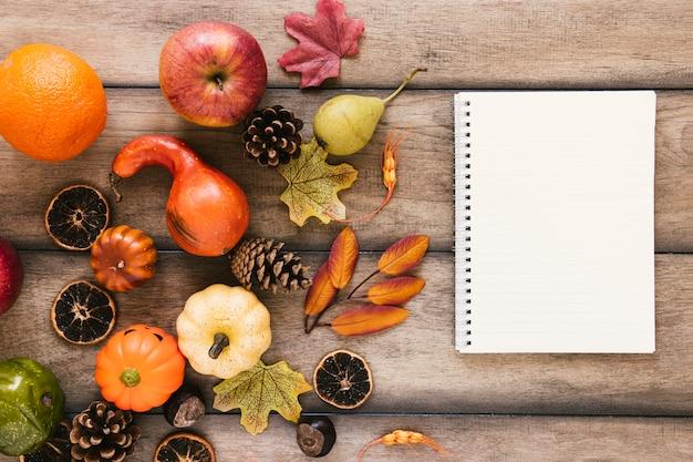 Composición de otoño vista superior con espacio de copia Foto gratis