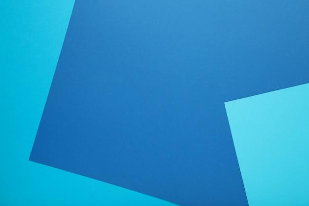 Composición plana de papeles de color azul claro y azul oscuro. Foto Premium