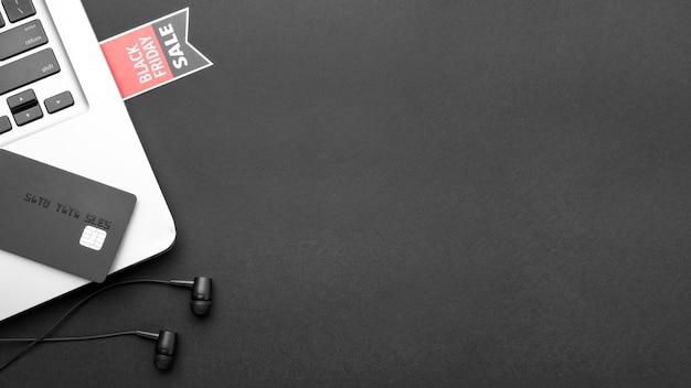 Composición plana del viernes negro sobre fondo negro con espacio de copia Foto gratis