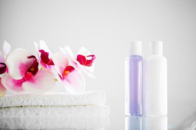 Composición de productos cosméticos de tratamiento de spa. Foto Premium