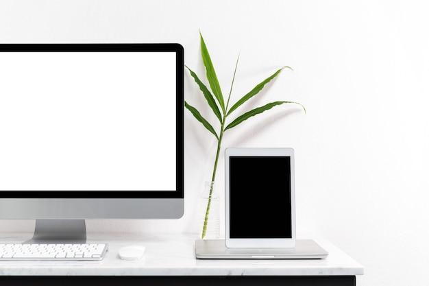 Computadora De Escritorio Blanca Para Maqueta Tu Publicidad