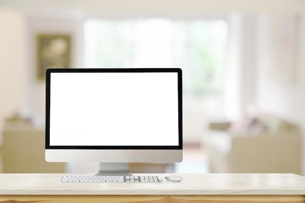 Computadora de escritorio moderna de la maqueta en la tabla de mármol en sala de estar. Foto Premium