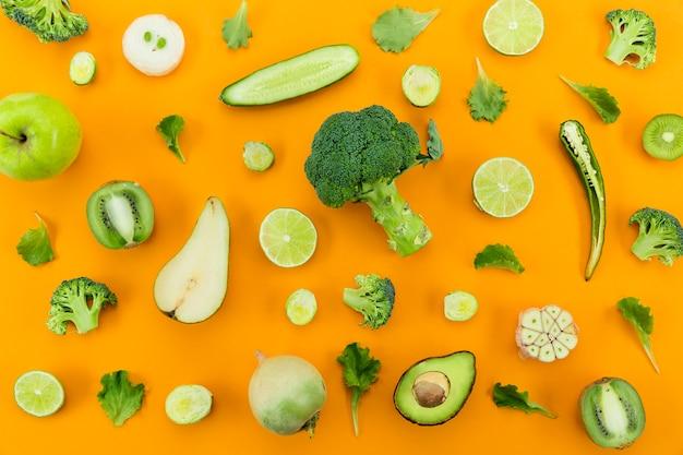 Concepto de alimentación saludable verduras verdes Foto gratis