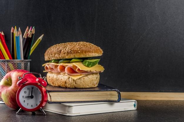 Concepto de comida escolar saludable Foto Premium