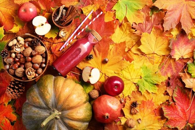 Concepto de comida vegana y vegetariana de otoño. Foto Premium