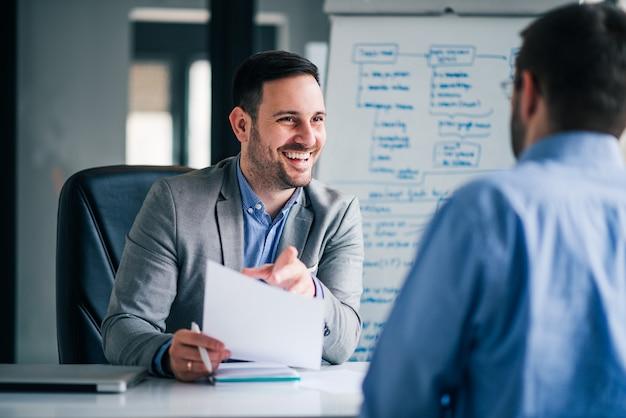 Concepto de contratación y contratación. Foto Premium