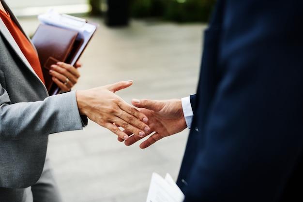 Concepto corporativo del trabajador de oficina de la sociedad del apretón de manos Foto Premium