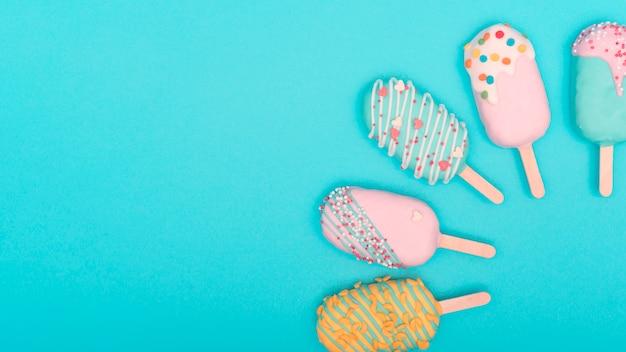 Concepto creativo cake pop Foto gratis