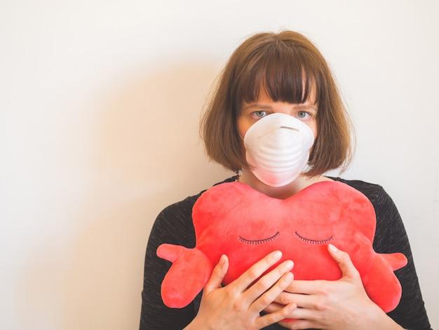 Concepto de cuarentena de coronavirus. mujer, en, mascarilla Foto Premium