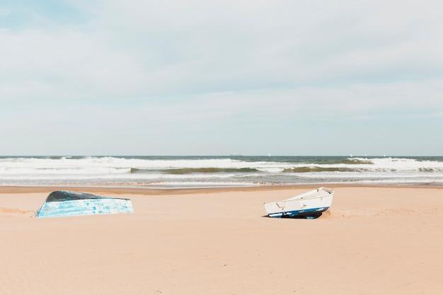 Concepto de playa con barco Foto Gratis