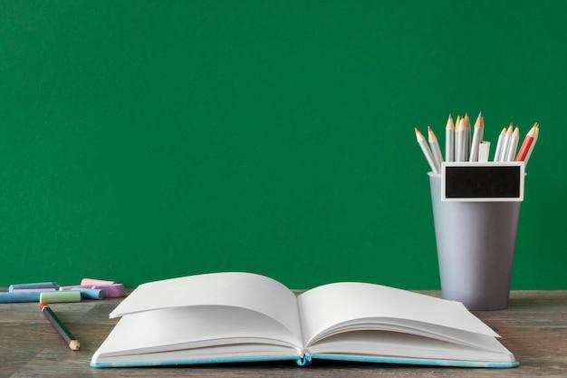 Concepto de día del maestro feliz espacio de copia de libro abierto Foto Premium