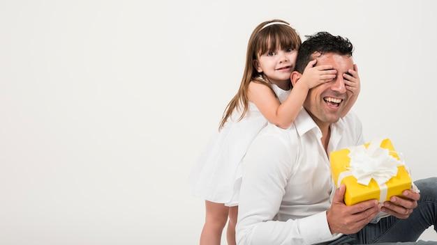 Concepto del día del padre con familia feliz Foto gratis