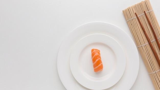 Concepto de día de sushi vista superior con espacio de copia Foto gratis