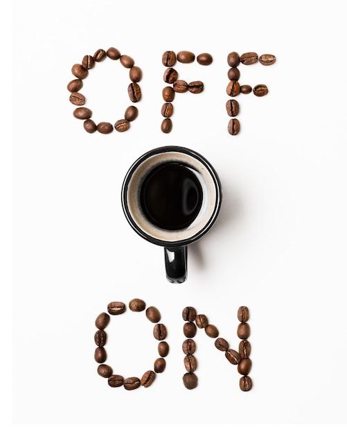 Concepto de encendido y apagado con vista superior de la taza de café Foto gratis