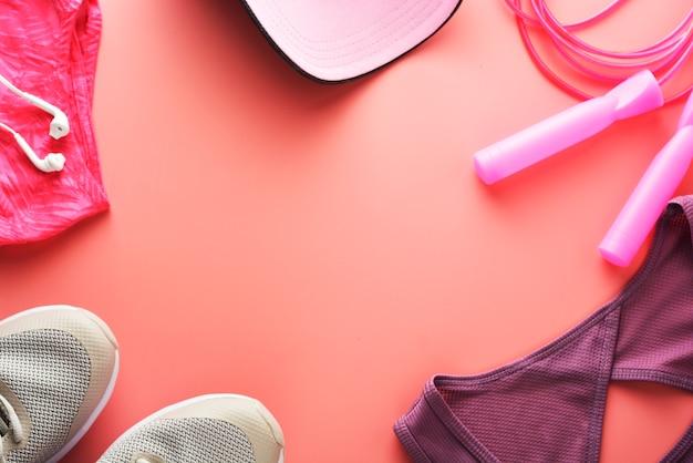 Concepto de entrenamiento zapatillas deportivas saltar a la cuerda yoga. Foto Premium