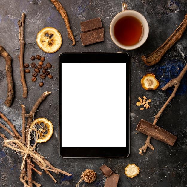 Concepto de invierno de maqueta de tableta Foto gratis
