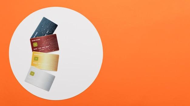Concepto de lunes cibernético con tarjetas de compras Foto gratis