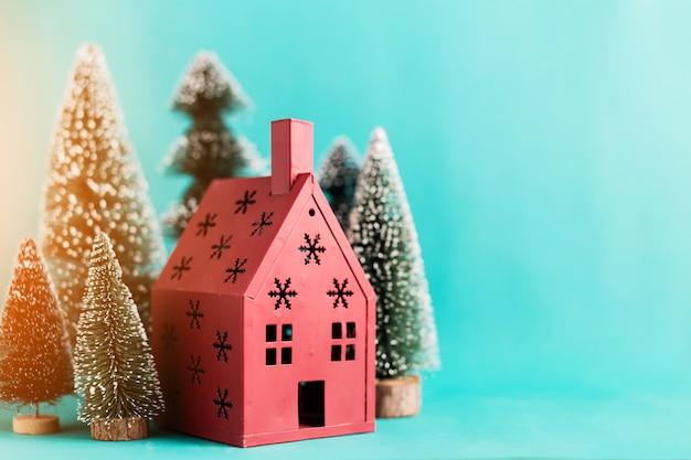 8331a05d203 Concepto de navidad y año nuevo con arreglos de artículos de decoración