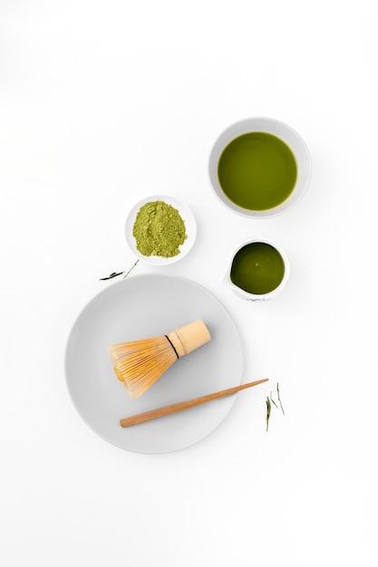 Concepto de té matcha vista superior sobre la mesa Foto gratis