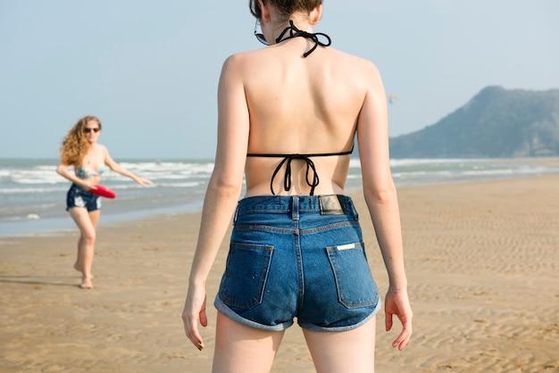 Concepto de unidad de vacaciones de verano de playa de chicas Foto Premium