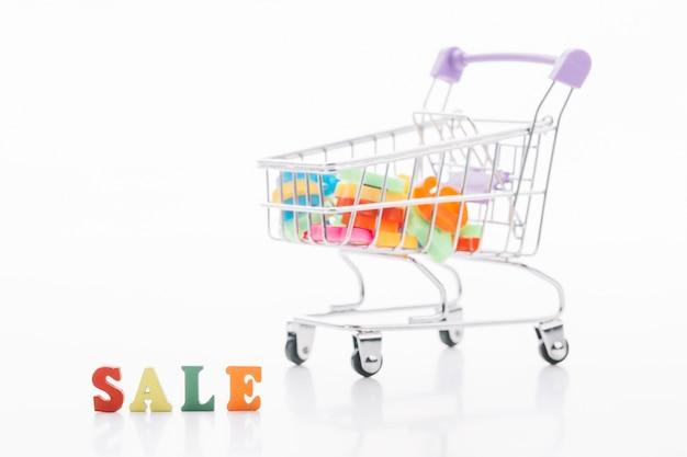 Concepto de venta de carrito de compras de viernes negro Foto gratis